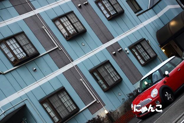 写真: ~青い壁と赤いミニ・・・ 時々煉瓦~