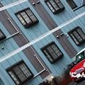 ~青い壁と赤いミニ・・・ 時々煉瓦~