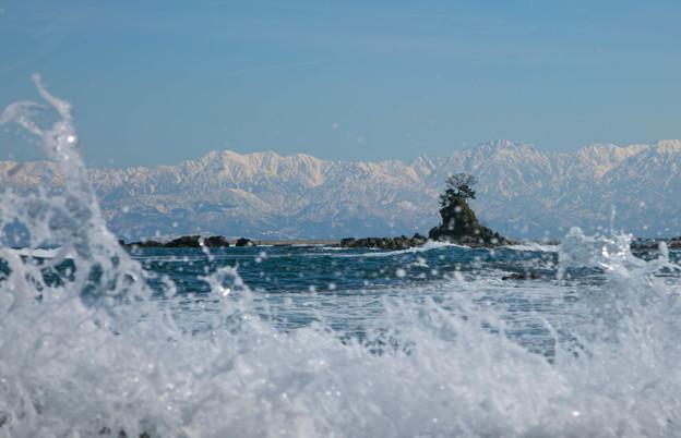 海から 立山連峰 波