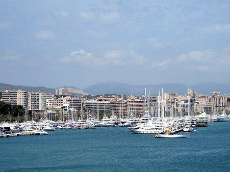スペイン・マヨルカ島にまもなく着きます…