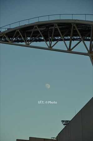 競技場の月
