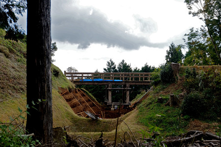08二の丸橋は工事中