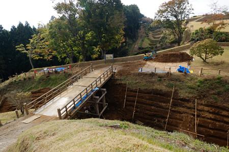 15二の丸から工事中の橋、西の丸を望む