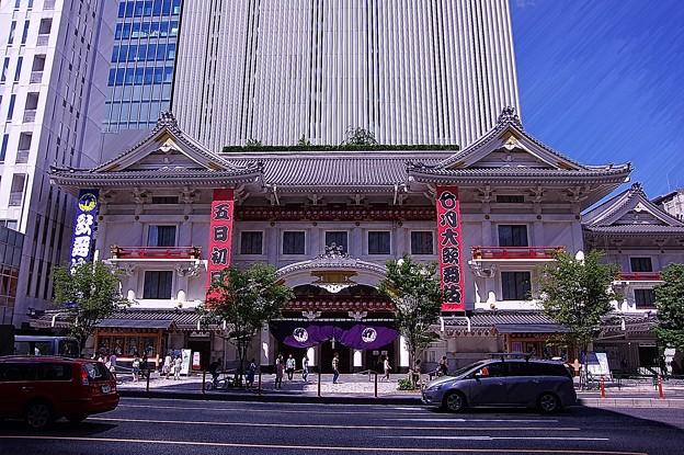 銀座にある新しい歌舞伎座正面入口・・20140629