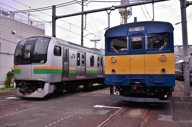 東海道線仕様E217系と業務用クモ...