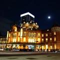 12月7日 東京駅と満月