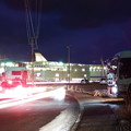 写真: 車両の光跡と新日本海フェリーらいらっく