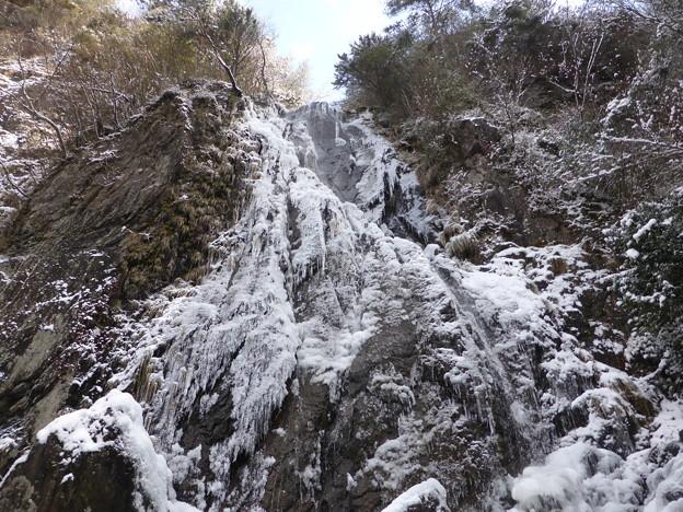 氷った扁妙の滝