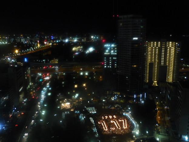 浮かび上がる1.17 東遊園地@神戸市役所24階ロビー