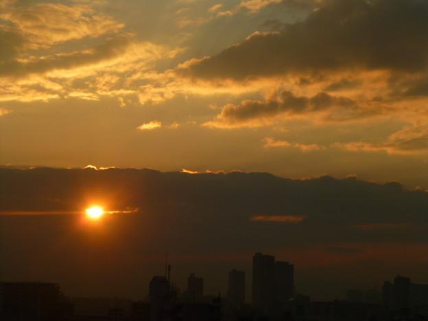 雲間からの朝日