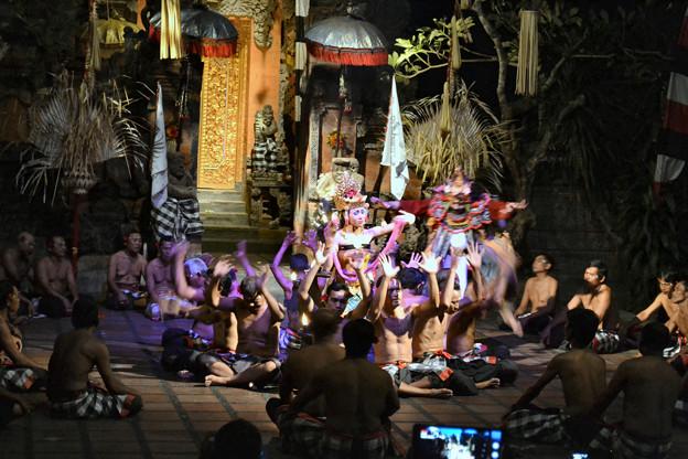 SAHADEWA  Kecak & Fire Dance(サハデワ ケチャック&ファイアー・ダンス)