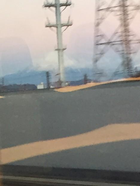 写真: 上りの新幹線の右車窓からの富士山