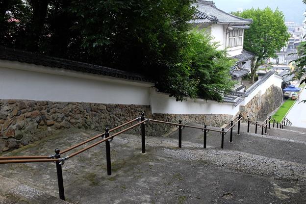 津山城に続く階段