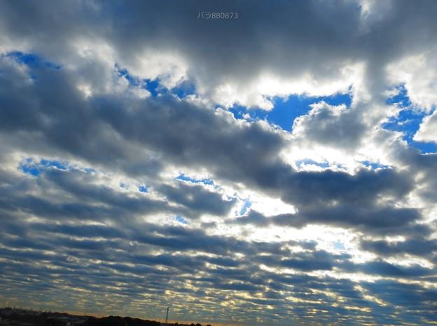 奥へ奥へとつながる雲の群れ