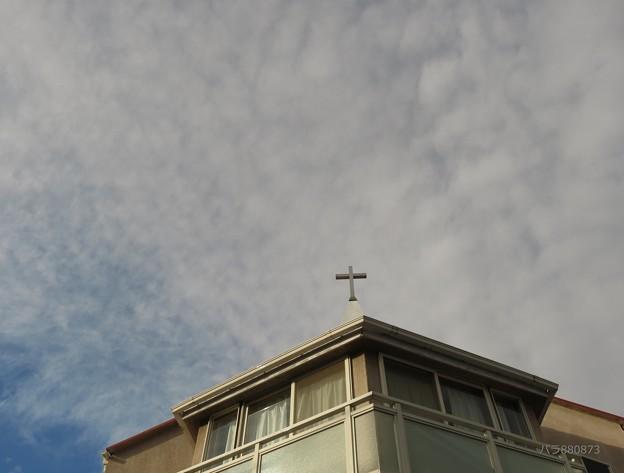 教会の冬の空