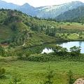 写真: 弓池と横手山方向