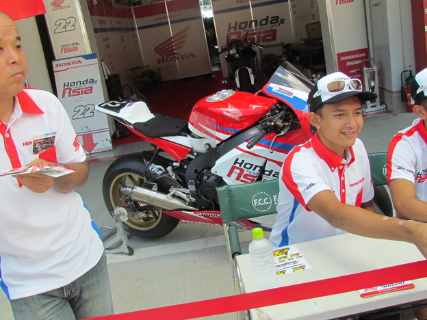 写真: 106 2014 Honda Team Asia ジョシュ ホック CBR1000RR ザムリ ババ 鈴鹿8耐 ディマス エッキー プラタマ SUZUKA8HOURS IMG_9292